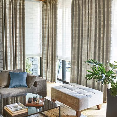 シェード+カーテンの窓