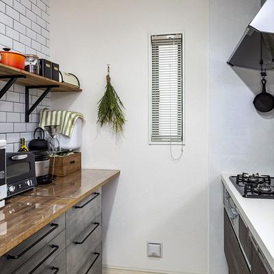 キッチンの小窓にブラインド